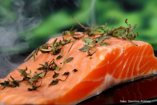 Passo a passo para defumar salmão em casa