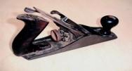 Marcenaria - a função da plaina e da raspadeira na preparação de superfícies de madeira