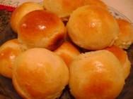 Saiba como fazer uma deliciosa receita de pão de cebola.