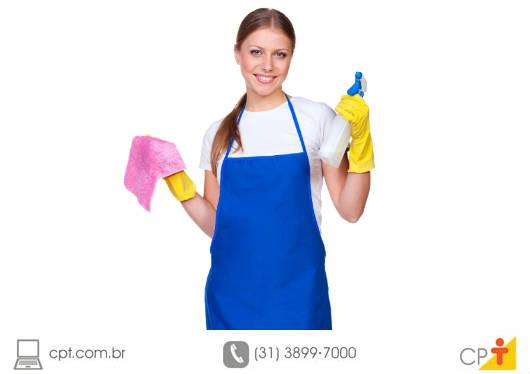 Boa parte dos problemas com manchas em espelhos tem origem em agressões involuntárias que acontecem no momento da limpeza