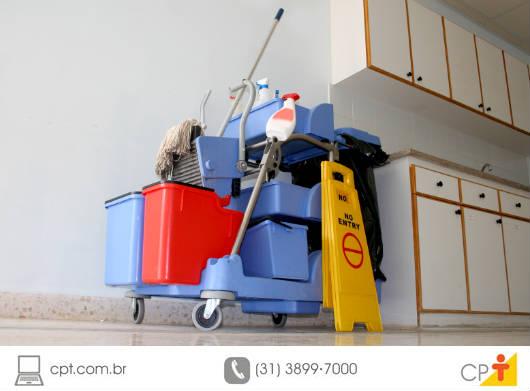 Saiba como limpar pisos de madeira