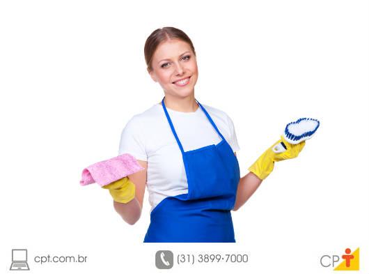 Se tiver dúvidas quanto à origem da mancha, lave o local primeiramente com água fria; se não, use métodos específicos para cada tipo de mancha