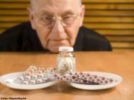 Automedicação na terceira idade - um grande risco à saúde do idoso