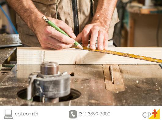 O que faz um marceneiro?