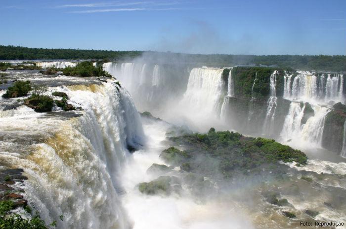 Água: recurso natural de alto valor econômico, estratégico e social - Artigos CPT