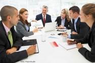 Reunião de mesa: aprenda a coordenar a sua