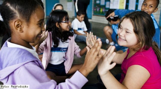 O que fazer para que alunos com deficiência gostem das aulas? - Artigos Cursos CPT