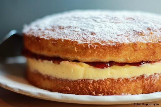 Bolo com cobertura espelhada: faça o bolo com o sabor e o recheio   Artigos Cursos CPT
