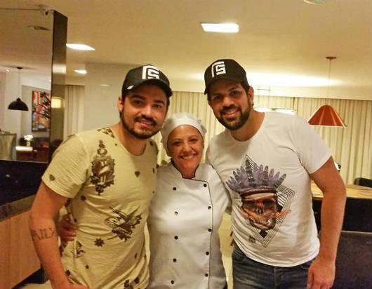 Alfa Hotel e restaurante Villa Alfa recebem a dupla Fernando e Sorocaba
