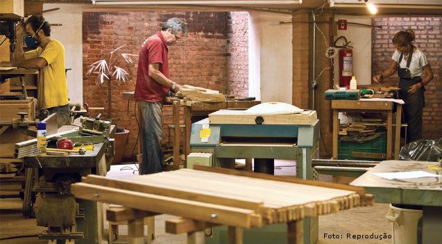 Corte, montagem, acabamento e colocação de ferragens em móveis   Artigos Cursos CPT