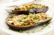 Receita para dieta: berinjela à parmegiana com salada de arroz