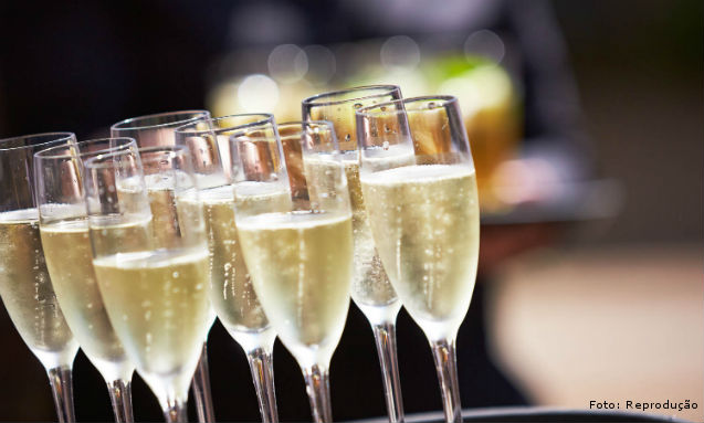 Champagne: técnicas para servi-la corretamente   Dicas Cursos CPT