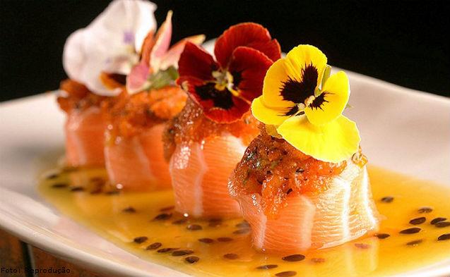 Flores comestíveis na mira da gastronomia moderna   Notícias Cursos CPT