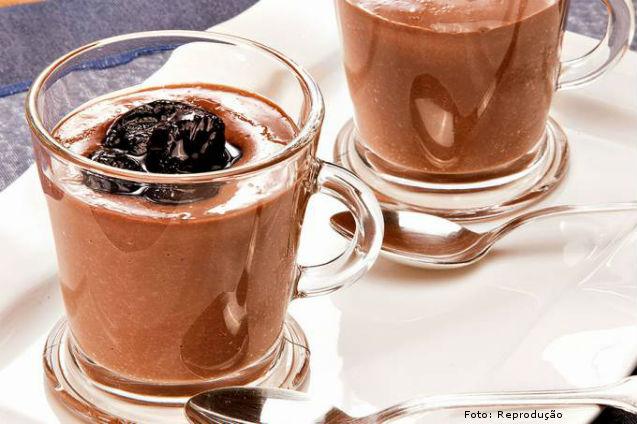 Receita para diabéticos: Bavaroise de Chocolate com Calda de Passas ao Rum