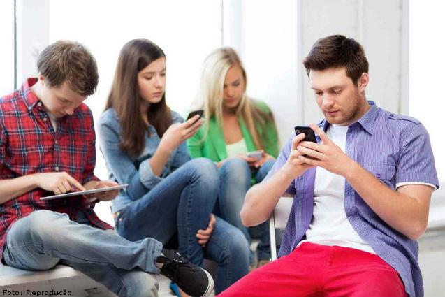 O Facebook usado em excesso faz mal aos jovens?   Artigos Cursos CPT