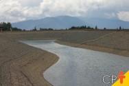 Quero construir uma barragem de terra. Como deve ser o solo?