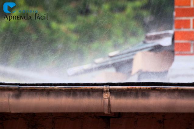 Chuva caindo na calha