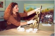 A técnica de pinturas em metais é requisitada pelos profissionais da decoração.