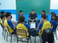 São considerados profissionais da educação escolar básica os que, nela estão em efetivo exercício e os que são formados em cursos reconhecidos