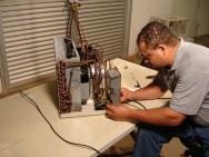 O princípio do funcionamento desses equipamentos é o da refrigeração mecânica, com a utilização do ciclo de compressão a vapor.
