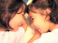 Com o passar dos dias, a criança vai ampliando, mais e mais, suas relações sociais, interações e formas de comunicação
