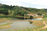 Deve haver condições adequadas para construir a barragem e comprovações de que ela  resultará em benefícios sociais.