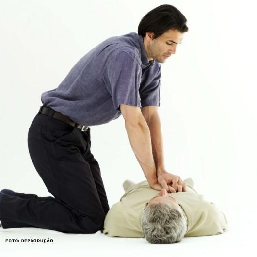 Se a respiração parar, inicie a ressuscitação cardiorrespiratória. A respiração artificial não é recomendada quando a vítima está respirando