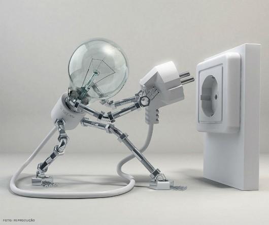 Nunca tocar uma vítima de choque elétrico até que a fonte de eletricidade tenha sido desligada