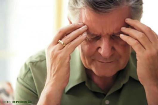 Dificuldade para enxergar e visão embaçada, vertigem, perda de equilíbrio ou de coordenação são sintomas de AVE