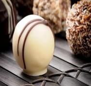 Bombons e Trufas: receita bombom de brigadeiro branco com chocolate e frutas