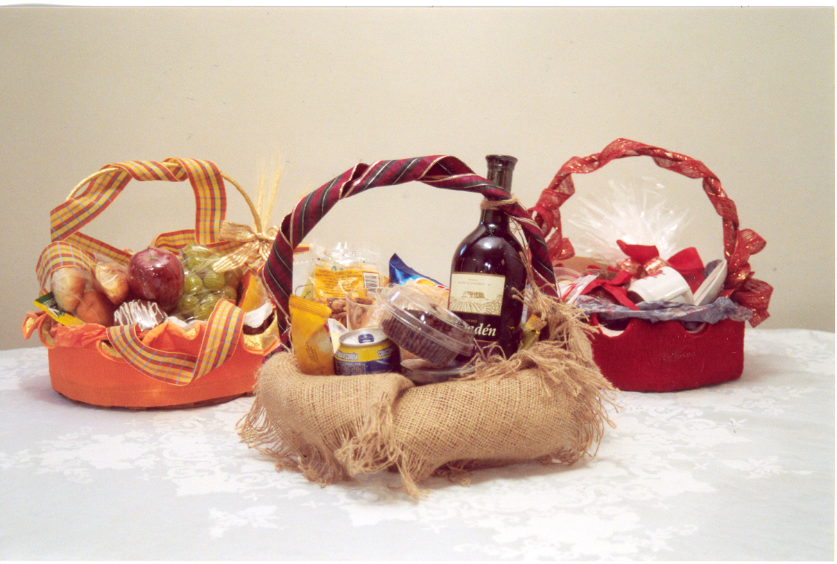 Montagem e decoração de cestas para presente   Emprego e Renda ... bea0bf0f7f