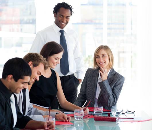 Por que a mulher ocupa menos cargos de liderança