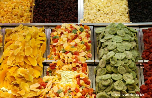 Como preparar frutas cristalizadas em casa