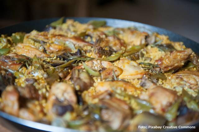 Receita de paella de coelho com ervas frescas