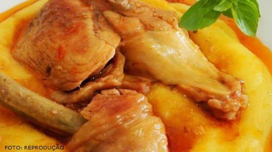 Receita de galinha caipira com pirão