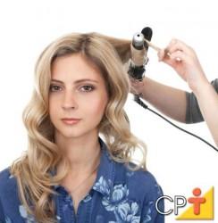 O babyliss é utilizado para formar cachos em cabelos lisos, existem de vários tamanhos, dependendo do tamanho dos cachos que você quer obter no penteado.