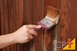 Perfeita para móveis de linhas mais retilíneas, a pátina pode ser usada também em paredes.