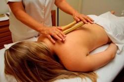 A bambuterapia estimula as glândulas, proporcionando um efeito de drenagem e redutor de gordura localizada