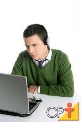 Uma pessoa da equipe, especialista em CSS, poderia trabalhar isoladamente na parte de apresentação do site