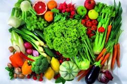 Dê preferência a verduras e legumes crus e cozidos, sem adição de cremes e molhos gordurosos