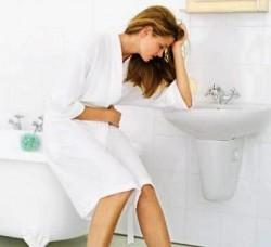 As causas mais comuns da cólica intestinal são intoxicação alimentar, gases ou vermes