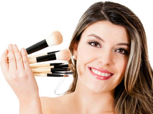 Como retocar a maquiagem