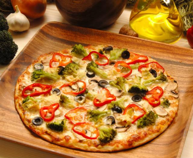 É possível comer pizza nutritiva e saudável