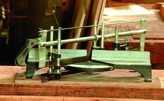 Marcenaria - formão e tipos de serrotes utilizados no recorte da madeira
