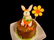 Como decorar bolos - como fazer coelhinho de pasta americana