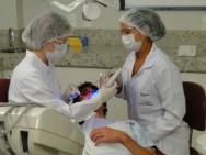 O auxiliar de dentista tem a responsabilidade pelos serviços de apoio ao trabalho do Cirurgião Dentista