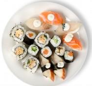 Comida japonesa - preparo de pratos frios