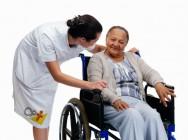Cuidador de idosos -  como dar o banho diário e cuidados especiais para o momento