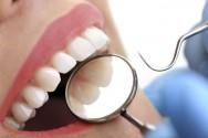 Instrumentos odontológicos utilizados pelo dentista e por seu auxiliar