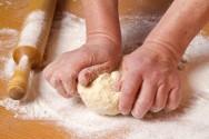 O pão de linhaça dourada é fácil de fazer, não demanda muito tempo, e ajuda a manter a boa saúde do seu organismo
